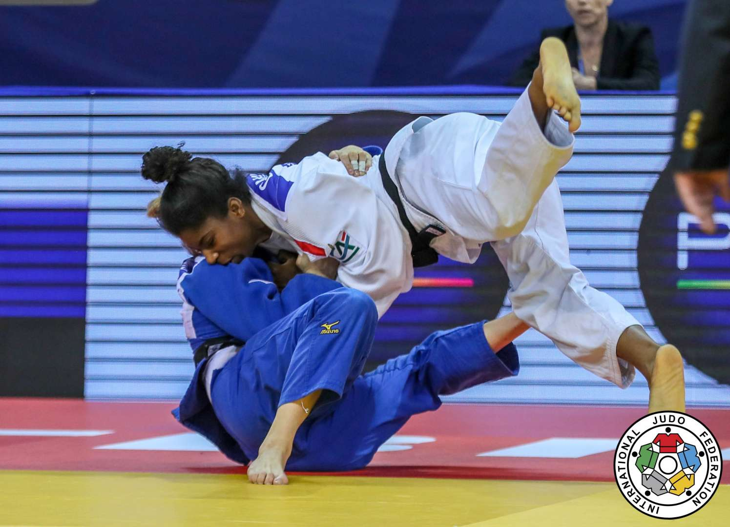 Favourite Marie Eve Gahie charges to gold for France